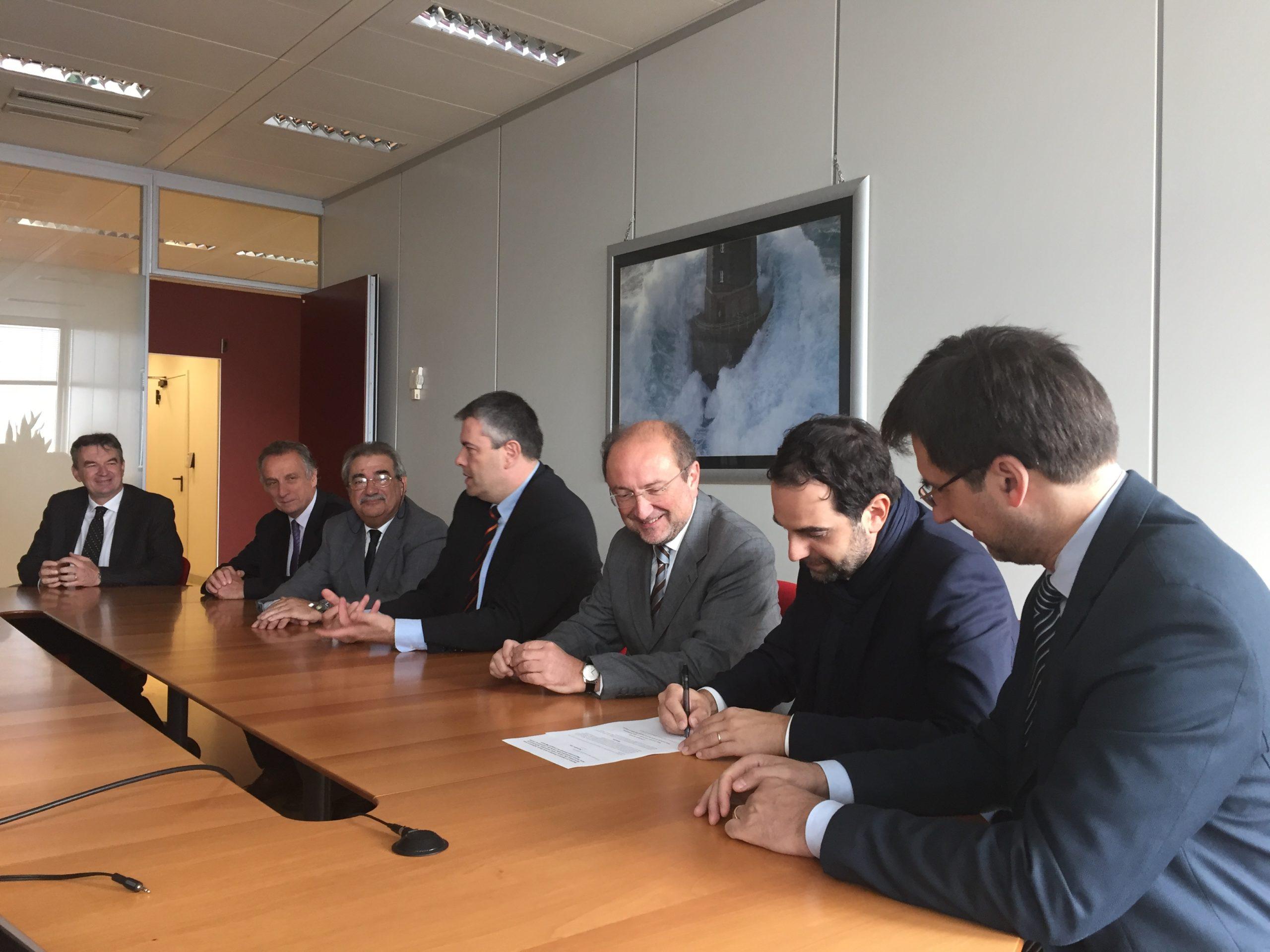 Firmata e presentata la mozione di sfiducia a Maroni